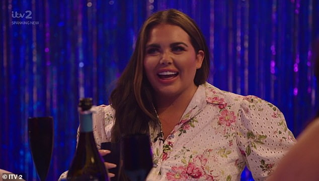 Scarlett Moffatt kissed a girl at university to 'experiment' 3