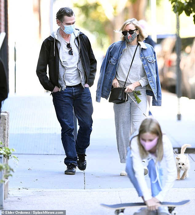 Naomi Watts stays warm in sweats as she enjoys lunch in NYC with her kids and boyfriend Billy Crudup 4