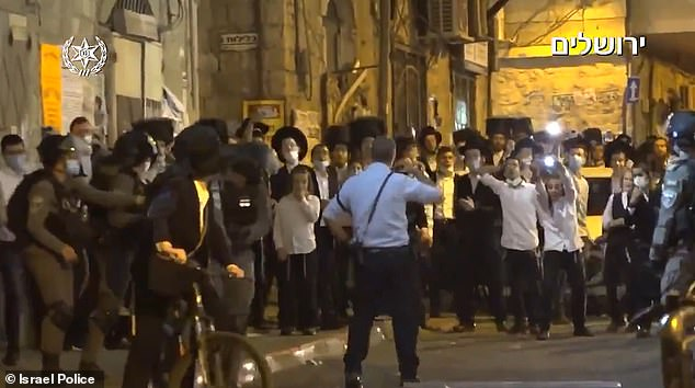 Ultra-Orthodox Jews throw stones and metal bars at police in Jerusalem in clash over lockdown rules 7