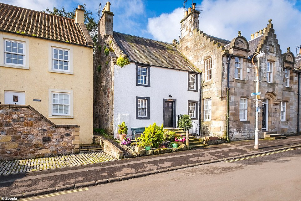 Cottage in picturesque Scottish village which featured in Outlander goes on sale for £325,000  1