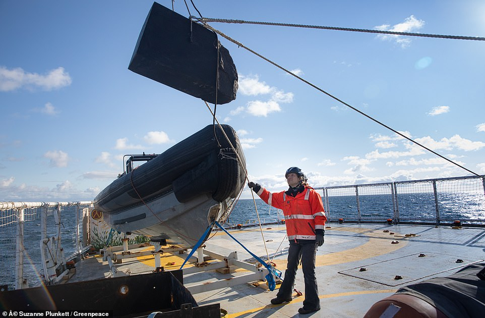 Greenpeace completes its boulder barrier to prevent destructive bottom trawling 3