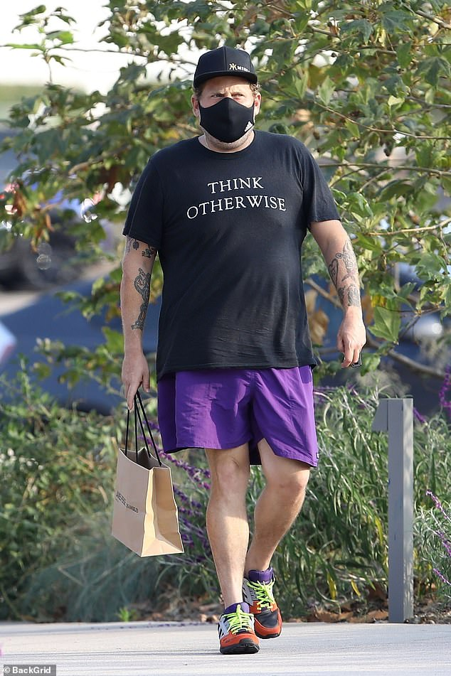 Jonah Hill says goodbye to his friends with an elbow bump after lunch 2