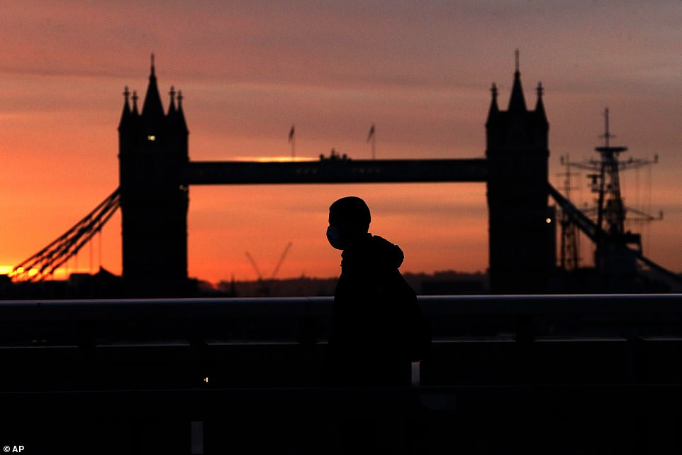 Mid-autumn cold snap will see UK temperatures plunge below 0C 1