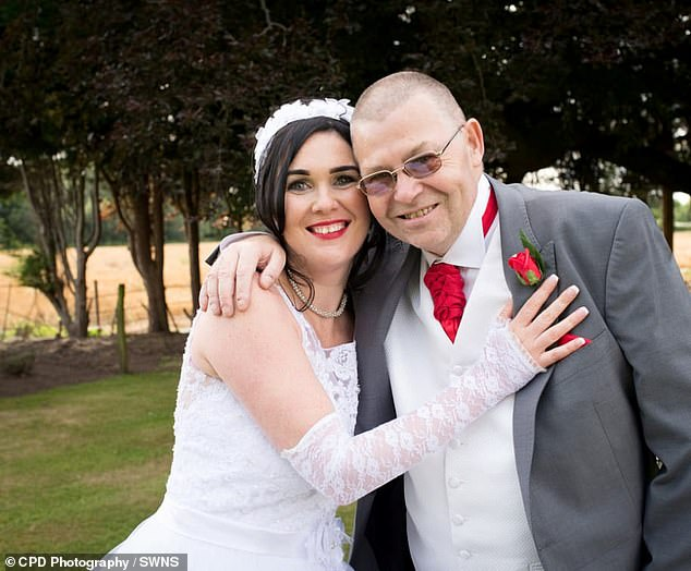Bride saves father's life with CPR on her wedding day 2