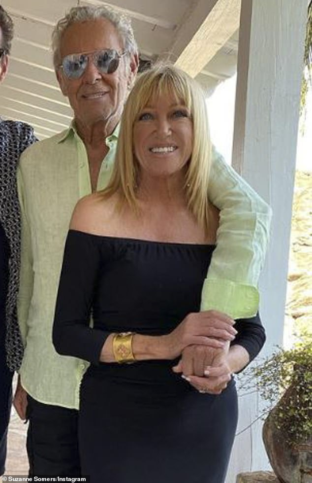 Suzanne Somers, 73, beams in post-surgery photo as she says she is 'on the mend' 4