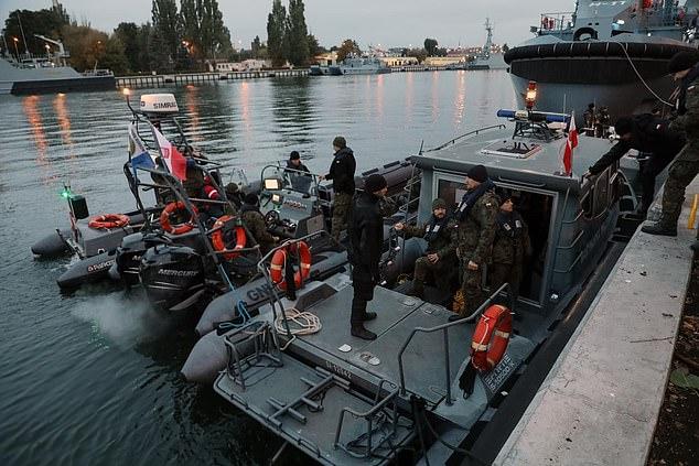 Hundreds evacuated as Polish divers begin operation to defuse 12,000lb RAF 'Tallboy' bomb 6