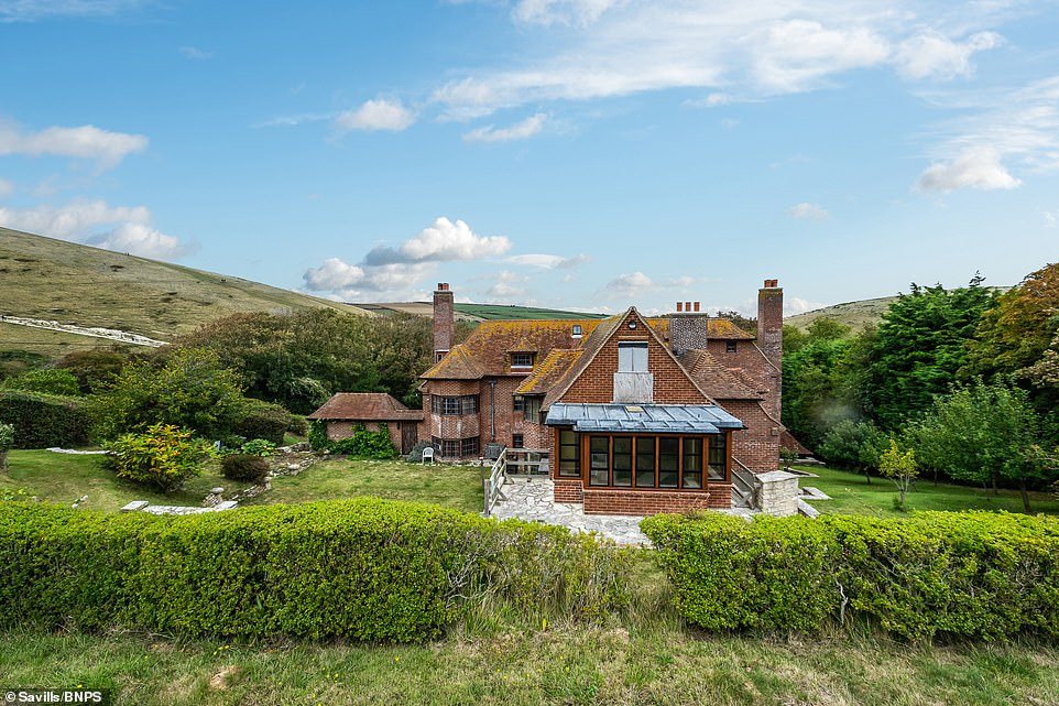Grade-II listed Lutyens-designed house that overlooks Durdle Door is for sale for £1.75m 3