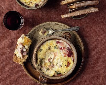 Super weekday suppers: Baked eggs with ham, cream, nutmeg & thyme  3