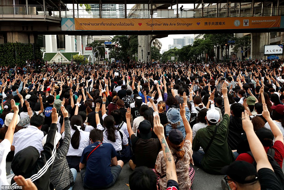 Thailand protests: Country faces 'full-blown crisis' after defiance of the monarch 5