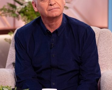 Phillip Schofield admits to experimenting with cannabis 5