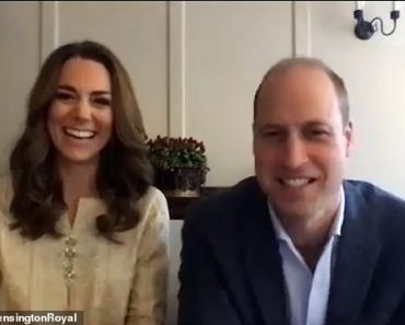 Prince William and Kate Middleton play Pictionary with pupils in Pakistan 1
