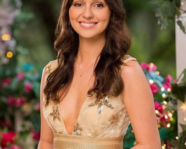 The Bachelor's Bella Varelis is the latest reality star to join Cameo 3