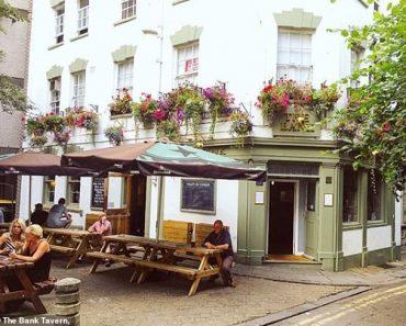 Bristol pub's Sunday Roast is so popular it has a THREE YEAR waiting list 4
