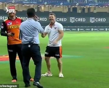 The shocking moment cricketer David Warner FARTS into a microphone 5