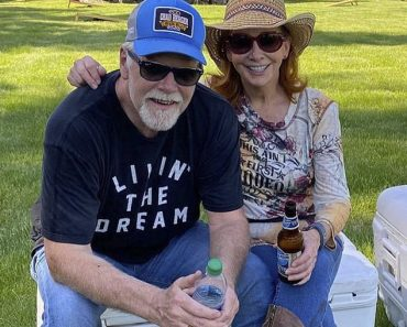 Reba McEntire dubs new beau Rex Linn her 'Sugar Tot' as they relax together in Montana 1