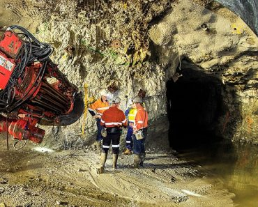 MARKET REPORT: Gold miners tarnished by production troubles 3