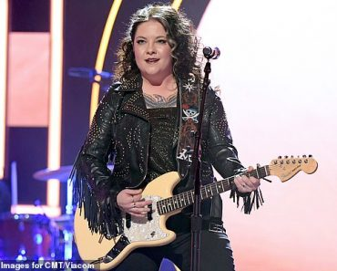 Jennifer Nettles honored with inaugural CMT Equal Play Award for advocacy for female artists 6