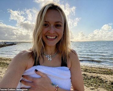 Fearne Cotton enjoys a dip in the sea for a cold water therapy session 3