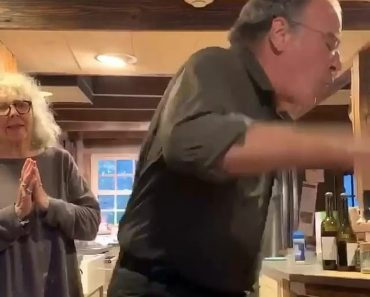 Homeland star Mandy Patinkin, 67, enthusiastically TWERKS out the vote in silly TikTok video 16