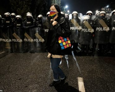 Poland tightens abortion laws: Protestors and riot police clash 24