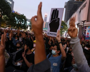 Thousands of protestors take to Bangkok streets after Thai Prime Minister ignored deadline to resign 3