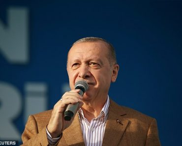 Turkey's President Erdogan calls for a boycott of French goods 1
