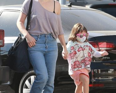 Milla Jovovich keeps it casual in jeans and tee while shopping with daughter at a Halloween store 5