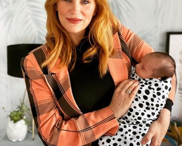 MAFS' Jules Robinson cuts a stylish figure as she dotes on her newborn sonOliver Chase 2