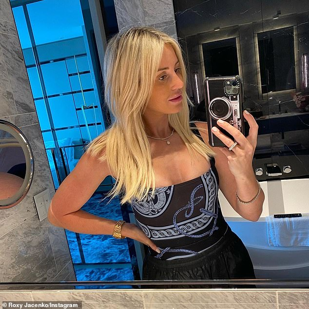 Roxy Jacenko places bets during Stakes Day | Daily Mail Online